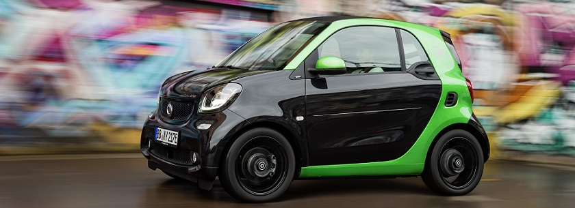 smart fortwo electric in black and green